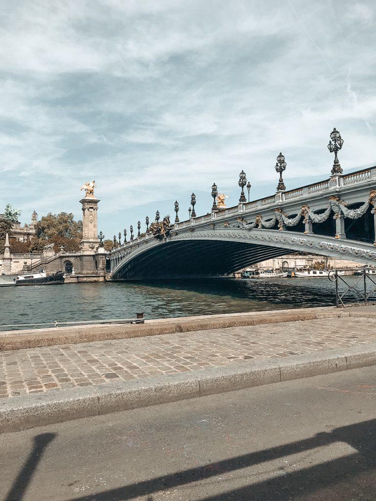 Paris Pont Alexandre III travel guide